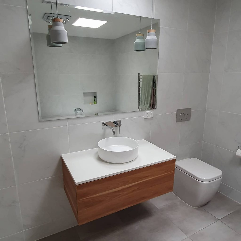 Updated bathroom with new hot water service upgrade